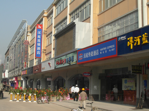 汪海商业广场作为雨花区的副中心,横跨江宁,板桥,梅山三个街道,辐射周